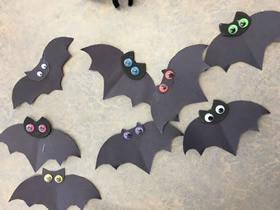 怎么做万圣节卡纸蝙蝠装饰的手工制作步骤
