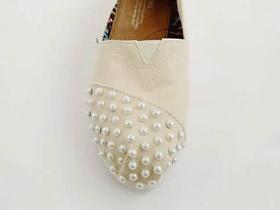 怎么用珍珠改造旧布鞋的简单方法图解