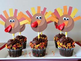 怎么用手工火鸡做感恩节蛋糕装饰的制作方法