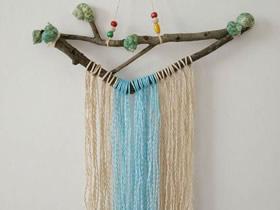 枯树枝绑上绳子制作墙饰的方法