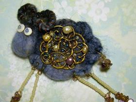 精美羊毛毡小羊胸针的制作方法