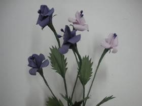 纸藤手工制作紫罗兰花的方法