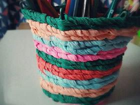 用皱纹纸和铁丝做笔筒的方法