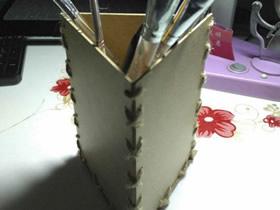 硬纸板手工制作三角形笔筒的方法