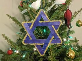 冰棒棍手工制作圣诞星挂饰的方法
