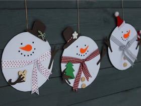用旧光盘和毛毡布做圣诞雪人的方法