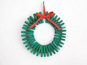 用衣夹制作圣诞花环的方法