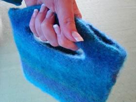 用羊毛纱线创意制作羊毛毡手提袋的方法