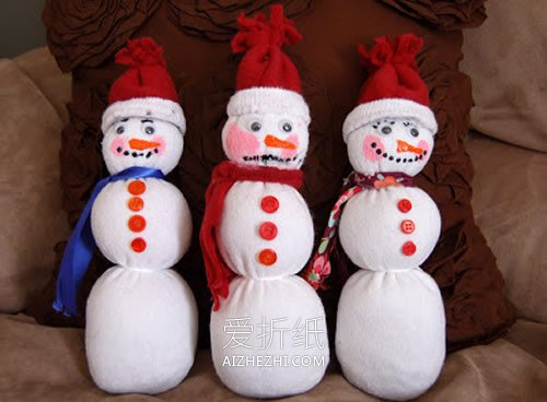 用袜子制作圣诞节雪人玩偶的方法- www.aizhezhi.com