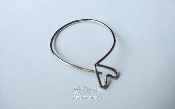 用回形针做爱心戒指的方法图解- www.aizhezhi.com
