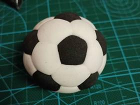 简单粘土足球的制作方法