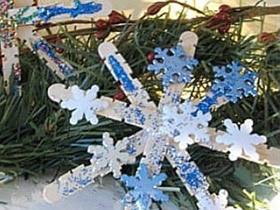 用冰棍棒做雪花装饰的方法