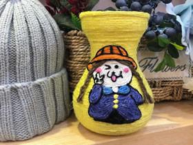 用纱线和玻璃瓶DIY卡通花瓶的方法