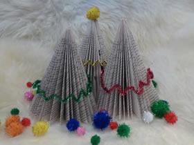 用旧书做立体圣诞树的方法