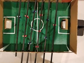 [视频]用硬纸板制作桌上足球桌的方法