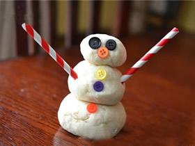 用面粉团做雪人的方法