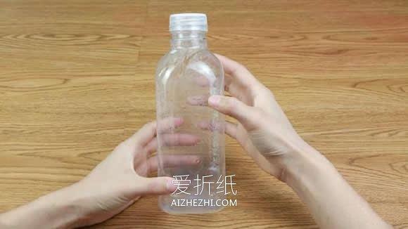 用饮料瓶做笔袋的教程- www.aizhezhi.com