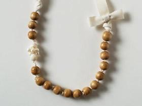 简约木珠项链的制作方法