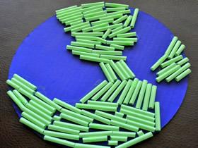 地球日用硬纸板和吸管做地球的方法