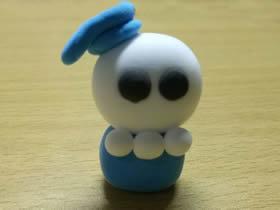 用粘土做可爱的万圣节骷髅小人
