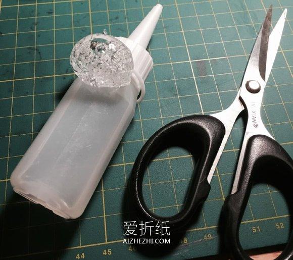 怎么用干了的胶水做戒指的教程- www.aizhezhi.com