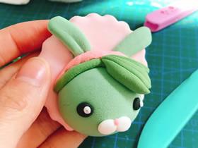 怎么用粘土做兔子冰箱贴的方法图解