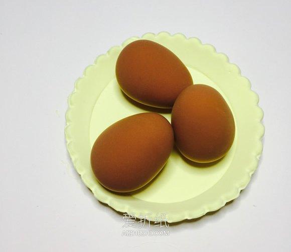 怎么用粘土做一盘鸡蛋的方法图解- www.aizhezhi.com