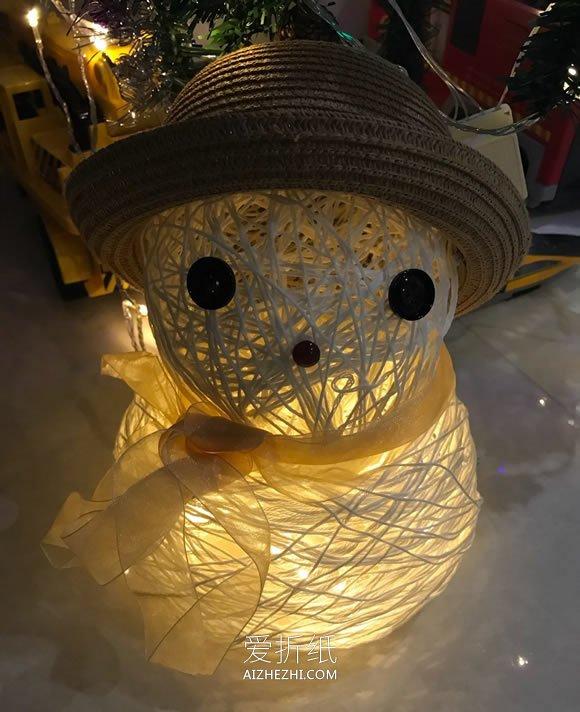 怎么用纱线绕气球做圣诞节雪人灯饰的方法- www.aizhezhi.com