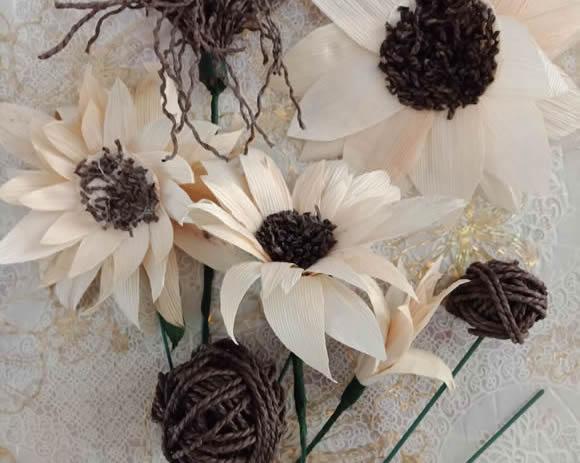 怎么用玉米皮做花朵的方法制作过程