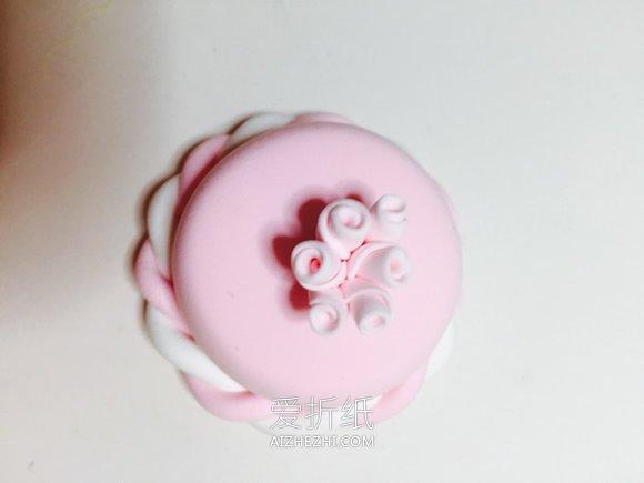 怎么用粘土做粉色带花蛋糕的方法教程- www.aizhezhi.com