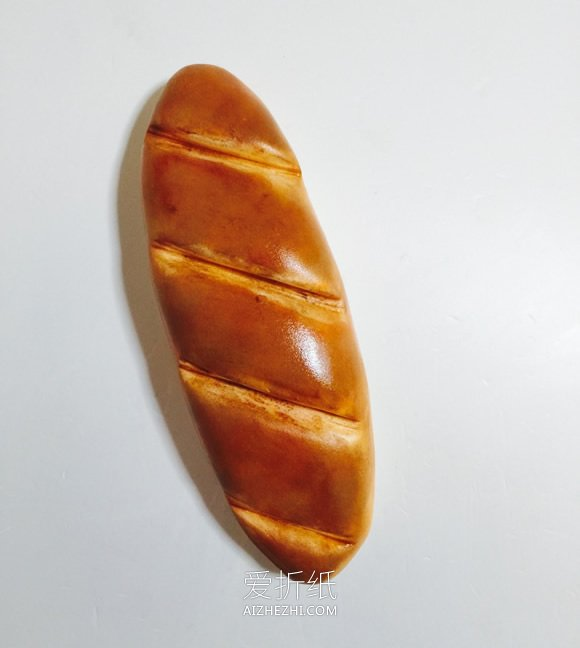 怎么用粘土做逼真面包的方法步骤图解- www.aizhezhi.com