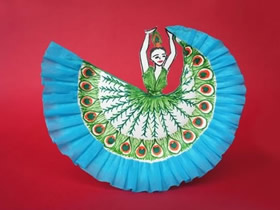 怎么用纸盘做跳孔雀舞的少女的方法图解
