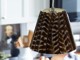 怎么用羽毛改造台灯灯罩的方法图解