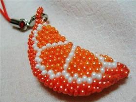 怎么用串珠制作橙瓣钥匙链的方法图解