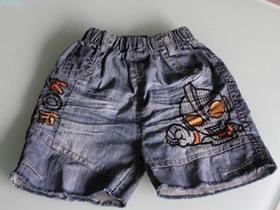 怎么旧物改造做儿童夏季牛仔短裤的方法图解