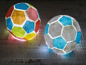 怎么用薄纸做国庆节足球灯笼的方法图解