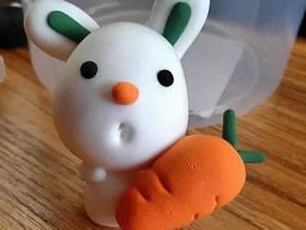 怎么用粘土做抱着胡萝卜的小白兔的方法图解
