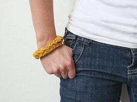 怎么用旧T恤编织制作男士手环的方法图解