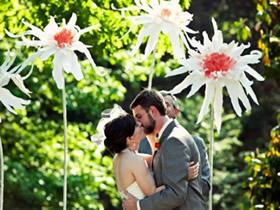 怎么用厚纸简单做婚礼纸花装饰的方法图解