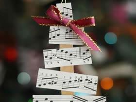怎么用卡纸简单做圣诞树挂饰的方法图解