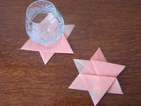怎么用餐巾纸折纸星星杯垫的方法图解