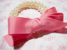怎么用缎带做蝴蝶结珍珠手链的方法图解