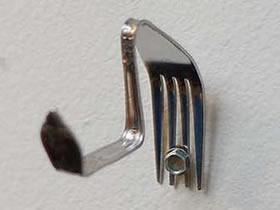 怎么用旧金属叉子做墙壁挂钩的方法图解
