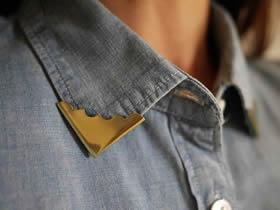怎么用金属桌角相册角改造牛仔衬衫的方法图解